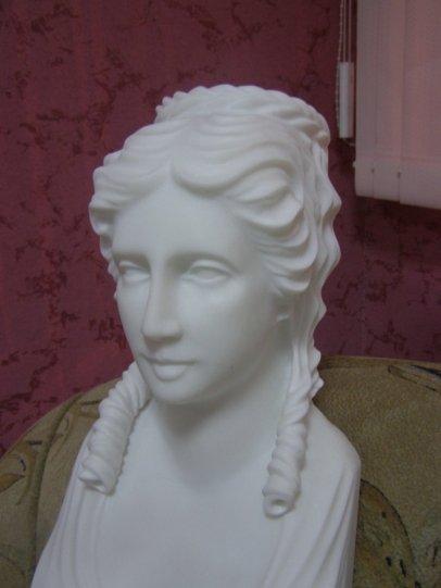 статуи из мрамора  - женщина